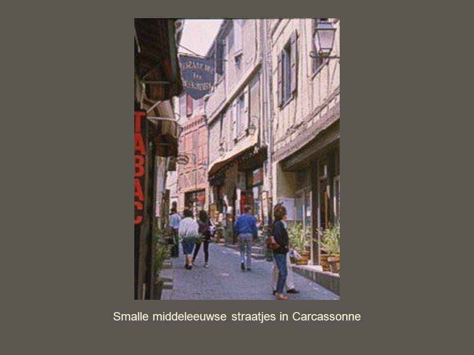 Smalle middeleeuwse straatjes in Carcassonne