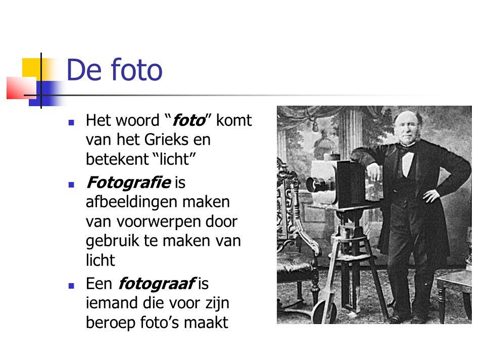 De foto  Het woord foto komt van het Grieks en betekent licht  Fotografie is afbeeldingen maken van voorwerpen door gebruik te maken van licht  Een fotograaf is iemand die voor zijn beroep foto's maakt
