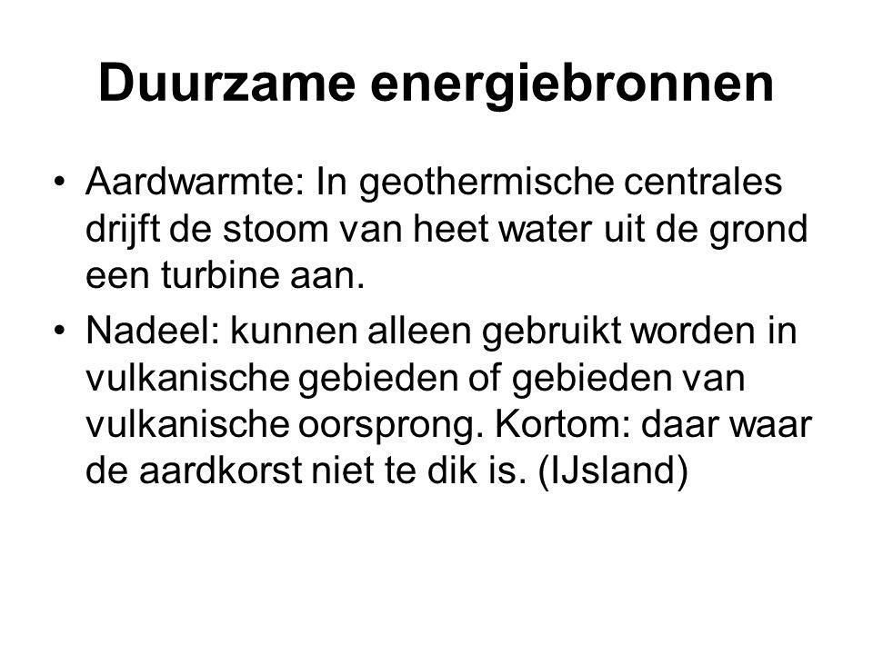 •Aardwarmte: In geothermische centrales drijft de stoom van heet water uit de grond een turbine aan. •Nadeel: kunnen alleen gebruikt worden in vulkani