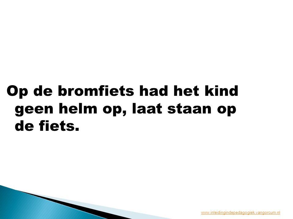 Op de bromfiets had het kind geen helm op, laat staan op de fiets. www.inleidingindepedagogiek.vangorcum.nl