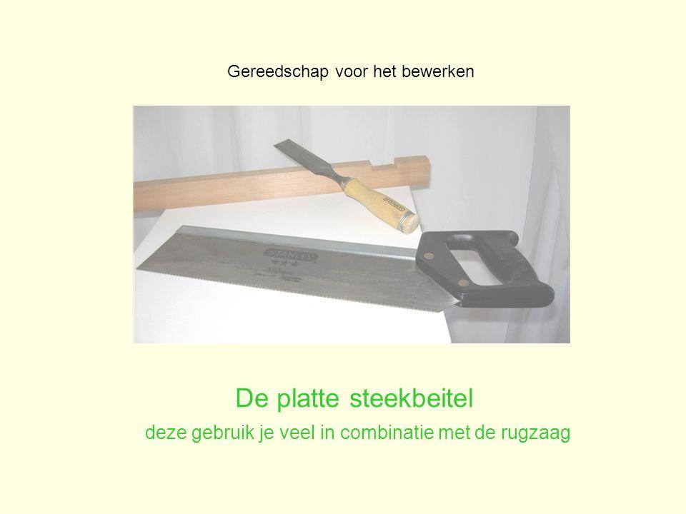 De platte steekbeitel deze gebruik je veel in combinatie met de rugzaag Gereedschap voor het bewerken