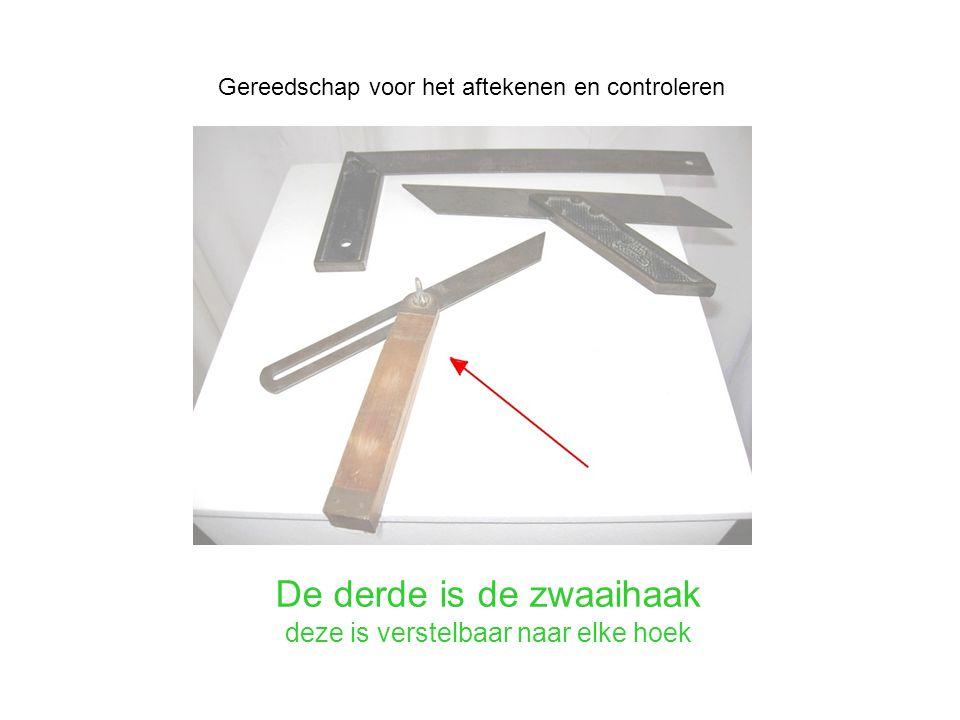 De derde is de zwaaihaak deze is verstelbaar naar elke hoek Gereedschap voor het aftekenen en controleren