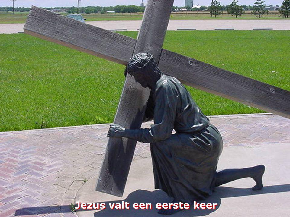 Jezus wordt het kruis opgelegd