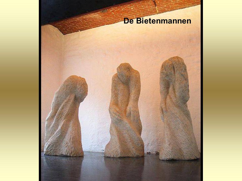 Vanuit mijn isolement als beeldhouwer groeit ook mijn hunker naar de mensen. Als ik zo dagen lang aan een steen bezig ben dan kom ik 's avonds binnen
