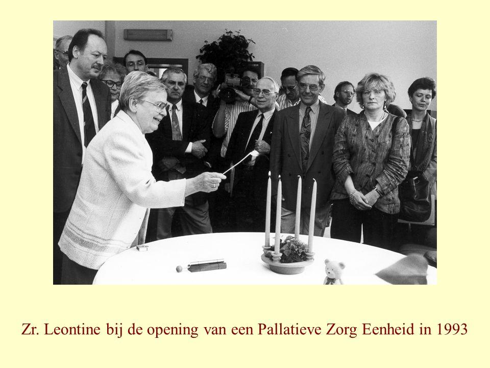 Zr. Leontine bij de opening van een Pallatieve Zorg Eenheid in 1993