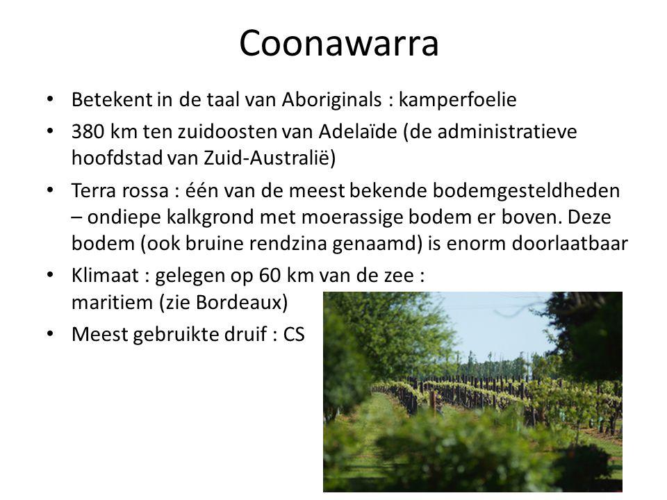 Coonawarra • Betekent in de taal van Aboriginals : kamperfoelie • 380 km ten zuidoosten van Adelaïde (de administratieve hoofdstad van Zuid-Australië)