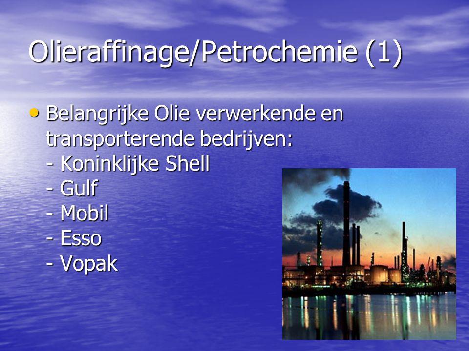 Olieraffinage/Petrochemie (1) • Belangrijke Olie verwerkende en transporterende bedrijven: - Koninklijke Shell - Gulf - Mobil - Esso - Vopak