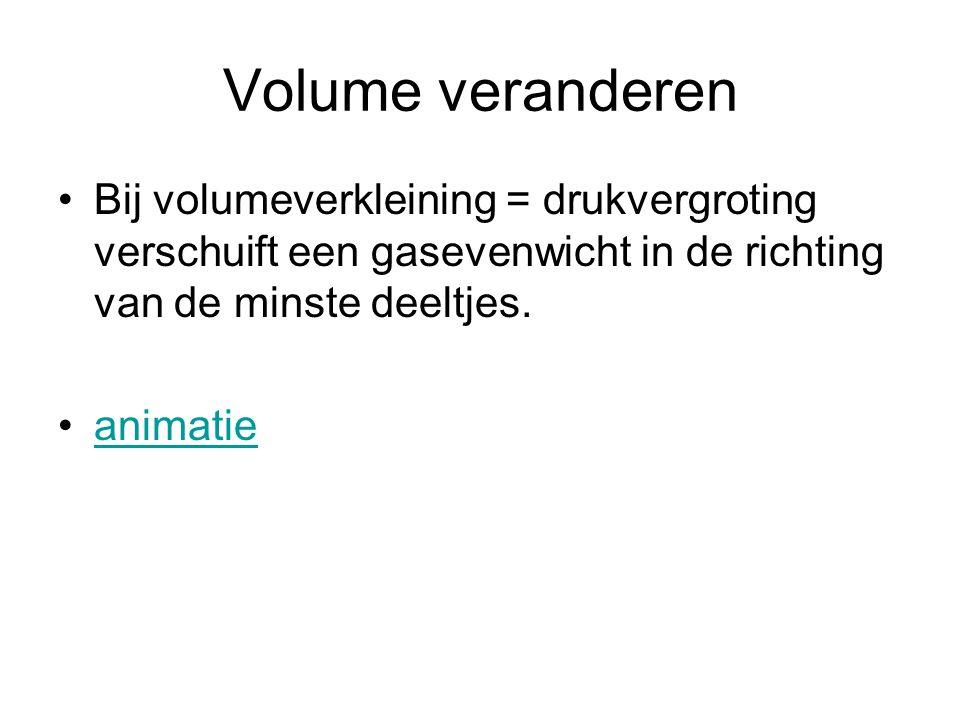 Volume veranderen •Bij volumeverkleining = drukvergroting verschuift een gasevenwicht in de richting van de minste deeltjes. •animatieanimatie