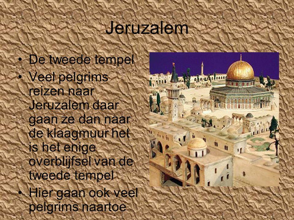Jeruzalem •De tweede tempel •Veel pelgrims reizen naar Jeruzalem daar gaan ze dan naar de klaagmuur het is het enige overblijfsel van de tweede tempel