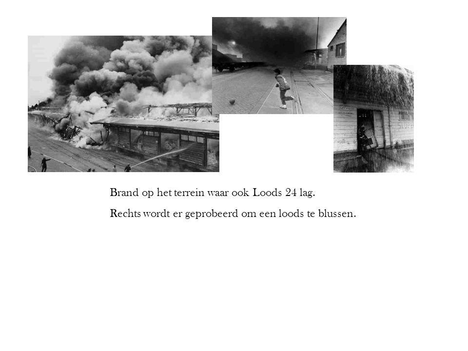 Brand op het terrein waar ook Loods 24 lag. Rechts wordt er geprobeerd om een loods te blussen.
