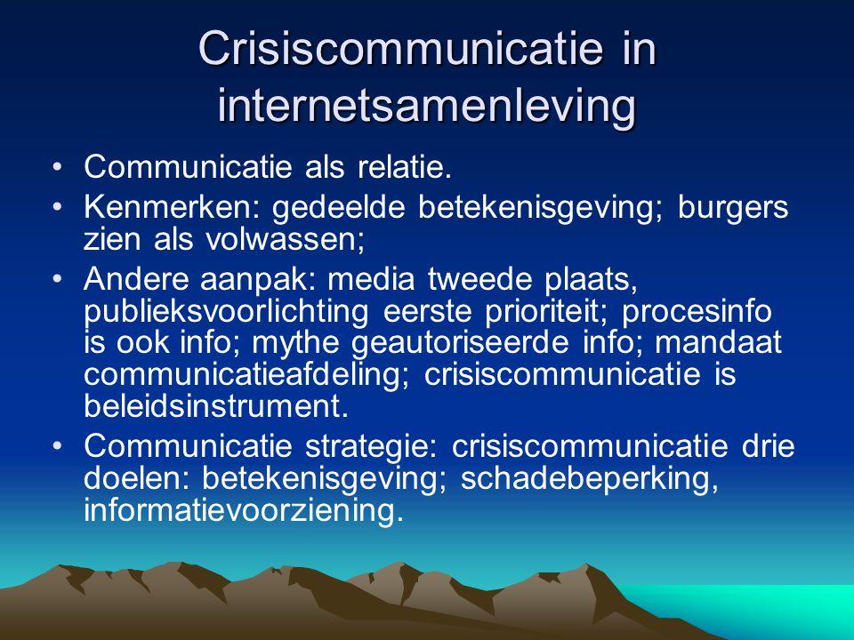 Crisiscommunicatie in internetsamenleving •Communicatie als relatie. •Kenmerken: gedeelde betekenisgeving; burgers zien als volwassen; •Andere aanpak: