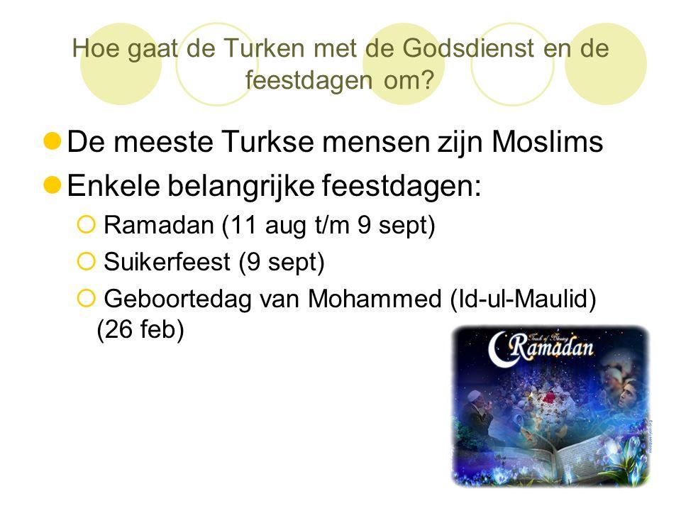 Hoe gaat de Turken met de Godsdienst en de feestdagen om?  De meeste Turkse mensen zijn Moslims  Enkele belangrijke feestdagen:  Ramadan (11 aug t/