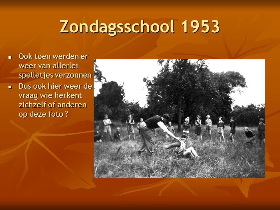 Zondagsschool 1953  Ook toen werden er weer van allerlei spelletjes verzonnen  Dus ook hier weer de vraag wie herkent zichzelf of anderen op deze foto ?