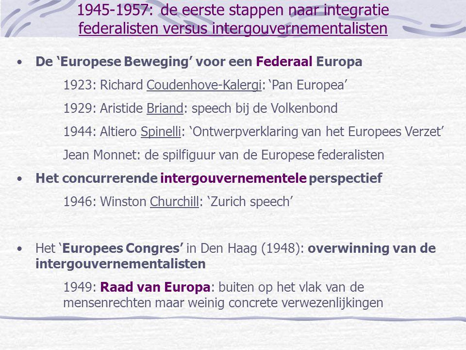 1945-1957: de eerste stappen naar integratie Amerikaanse betrokkenheid •De benarde situatie van West-Europa – de loodzware heropbouw van de economie en de infrastructuur en het ontluiken van de Koude oorlog – betrekt de VS in West-Europa via militaire aanwezigheid (Griekenland – 1947, NAVO, 1949) het Marshall Plan (financiële en economische steun) •Het Marshall Plan brengt de kwestie van de Duitse rehabilitatie op de voorgrond: Duitse economische heropleving zou de Franse economische ontwikkeling en veiligheid in de weg kunnen staan.