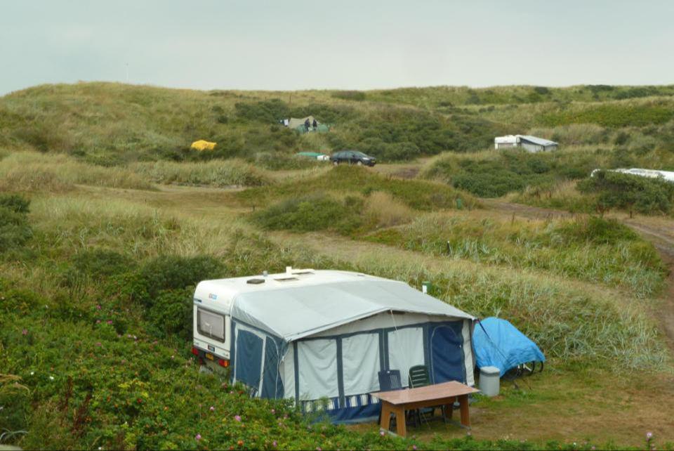 Kampeerplaats achter de duinen