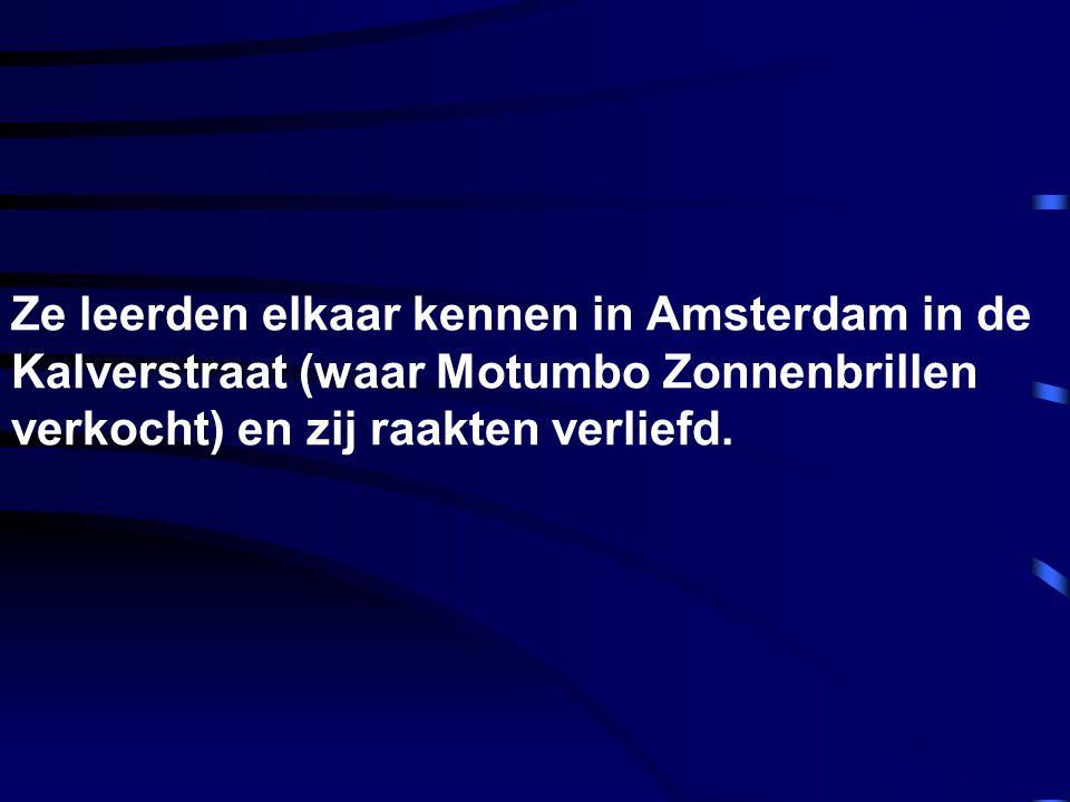 Ze leerden elkaar kennen in Amsterdam in de Kalverstraat (waar Motumbo Zonnenbrillen verkocht) en zij raakten verliefd.