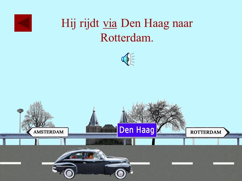 18 Hij rijdt via Leiden naar Rotterdam.