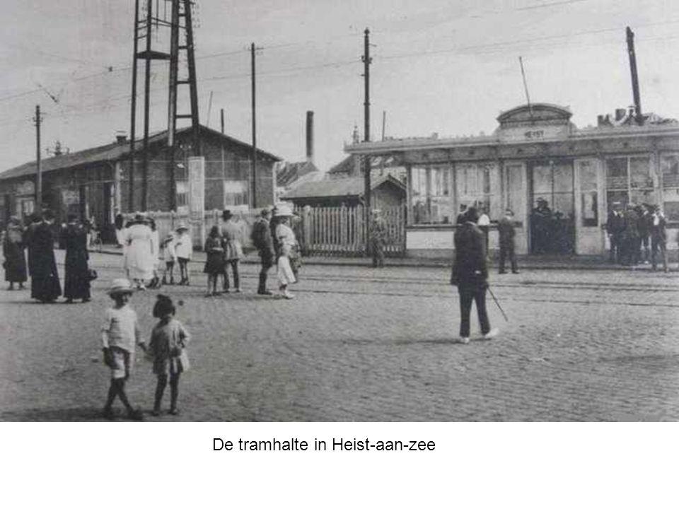 Aan de linkerzijde van het treinstation is er ook nog de tramhalte
