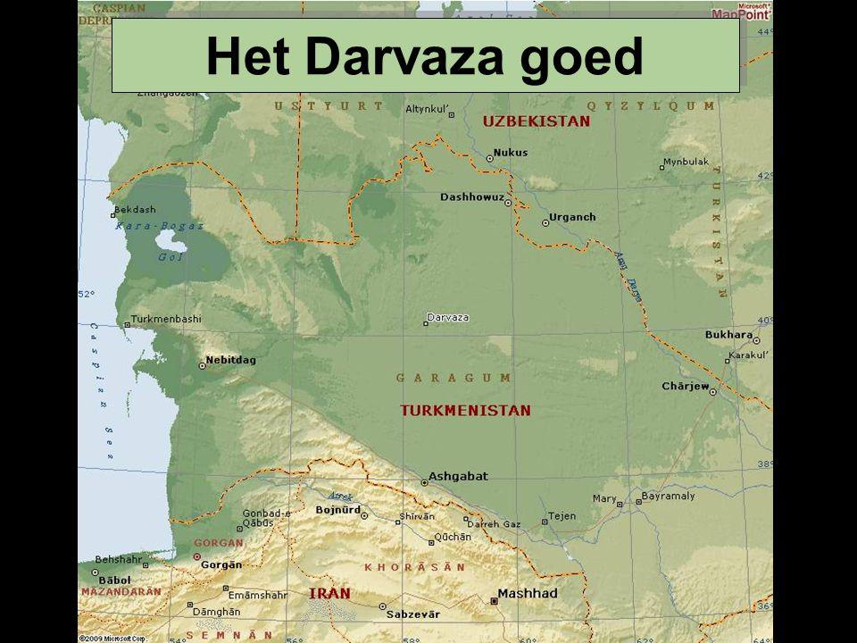 In het midden van de Karakoum (Turkmenistan) woestijn, dicht bij het verdwenen dorpje genaamd Darvaza, is er een krater van ongeveer honderd meter diameter en meer dan twintig meter diepte, genaamd de poort van de hel .