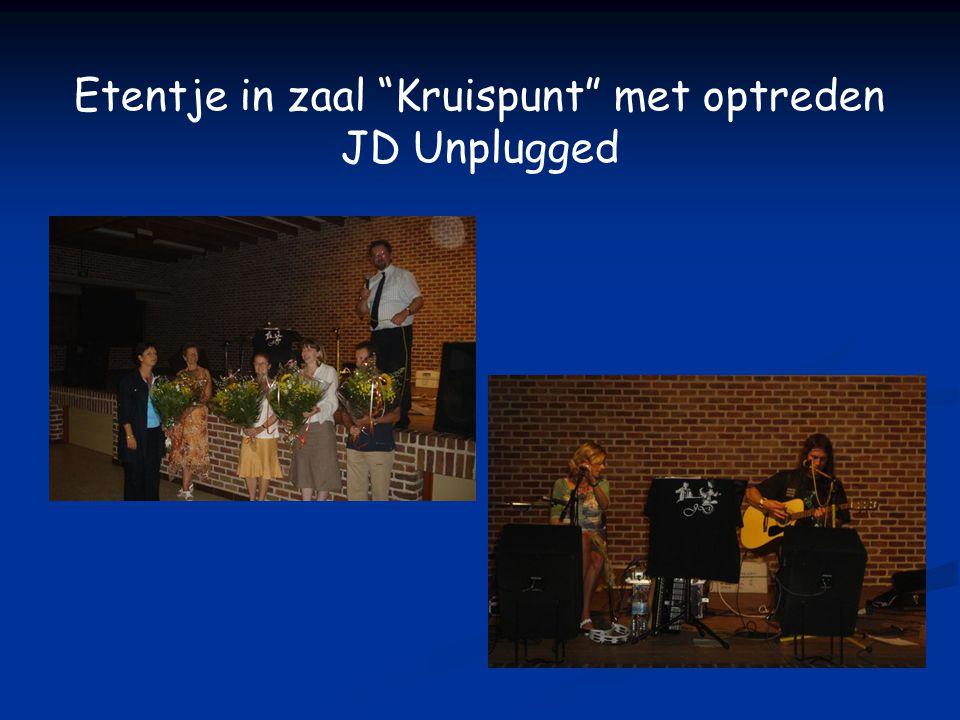 Etentje in zaal Kruispunt met optreden JD Unplugged