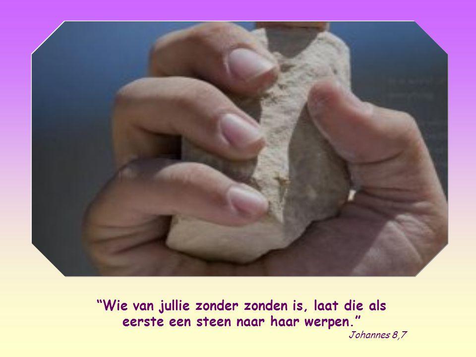 Jezus bukte zich om met zijn vinger op de grond te schrijven en gaf zo blijk van zijn innerlijke onverstoorbaarheid.