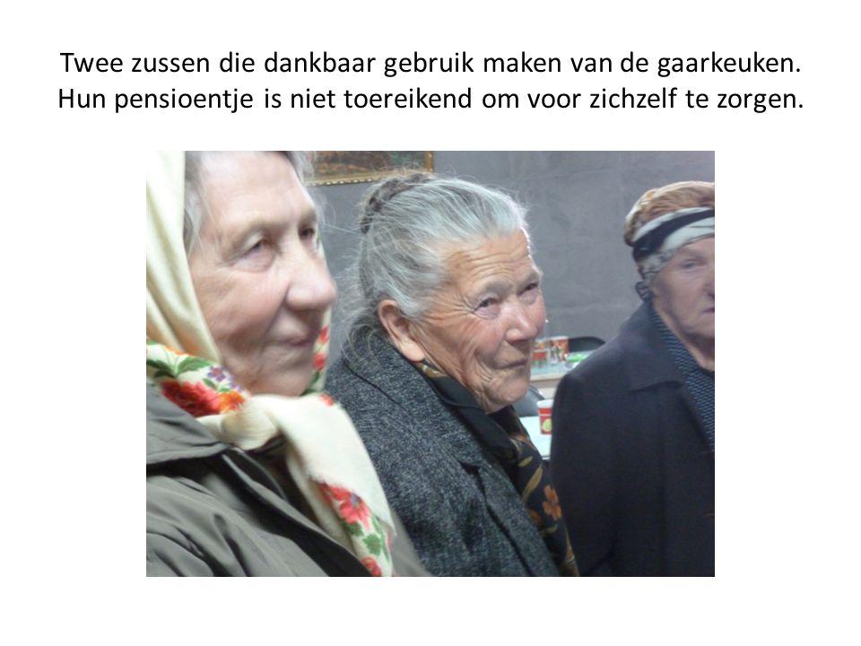 Twee zussen die dankbaar gebruik maken van de gaarkeuken. Hun pensioentje is niet toereikend om voor zichzelf te zorgen.