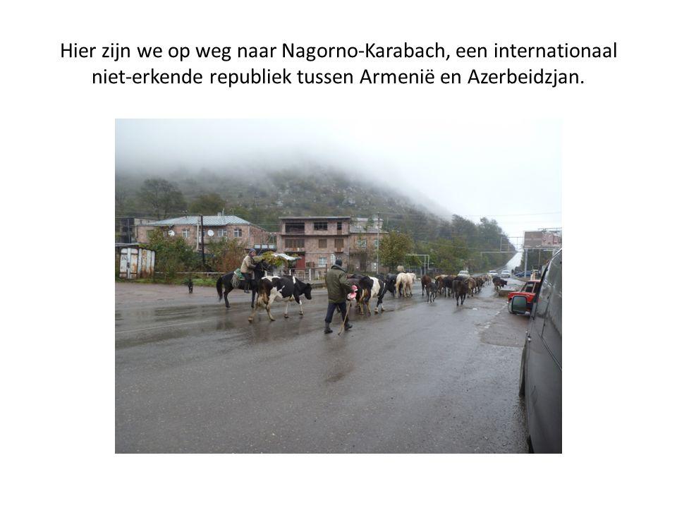 Hier zijn we op weg naar Nagorno-Karabach, een internationaal niet-erkende republiek tussen Armenië en Azerbeidzjan.