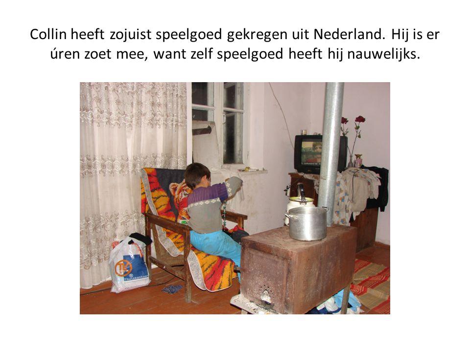 Collin heeft zojuist speelgoed gekregen uit Nederland.
