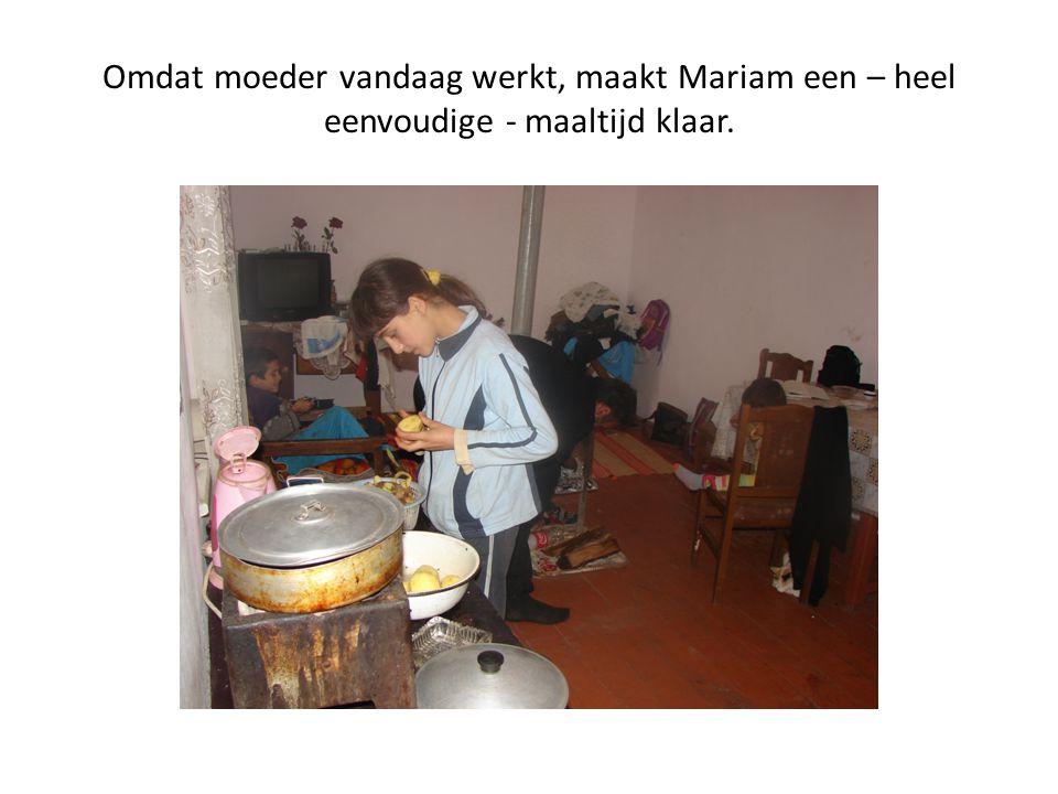 Omdat moeder vandaag werkt, maakt Mariam een – heel eenvoudige - maaltijd klaar.
