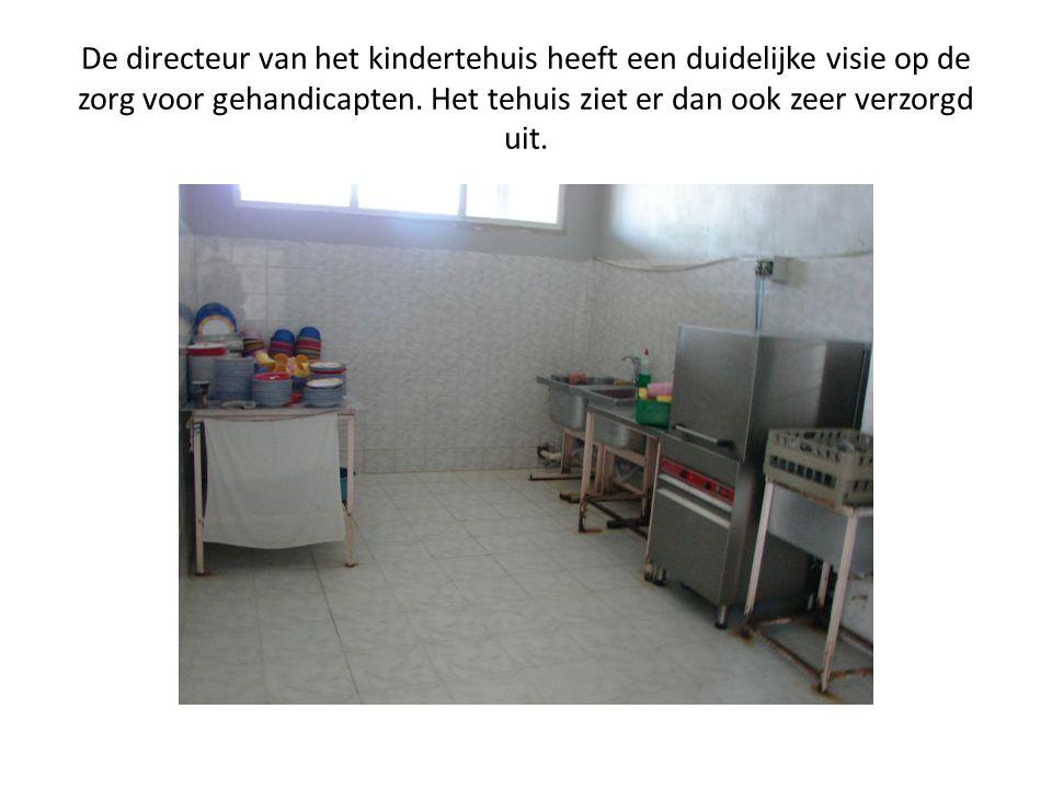 De directeur van het kindertehuis heeft een duidelijke visie op de zorg voor gehandicapten. Het tehuis ziet er dan ook zeer verzorgd uit.