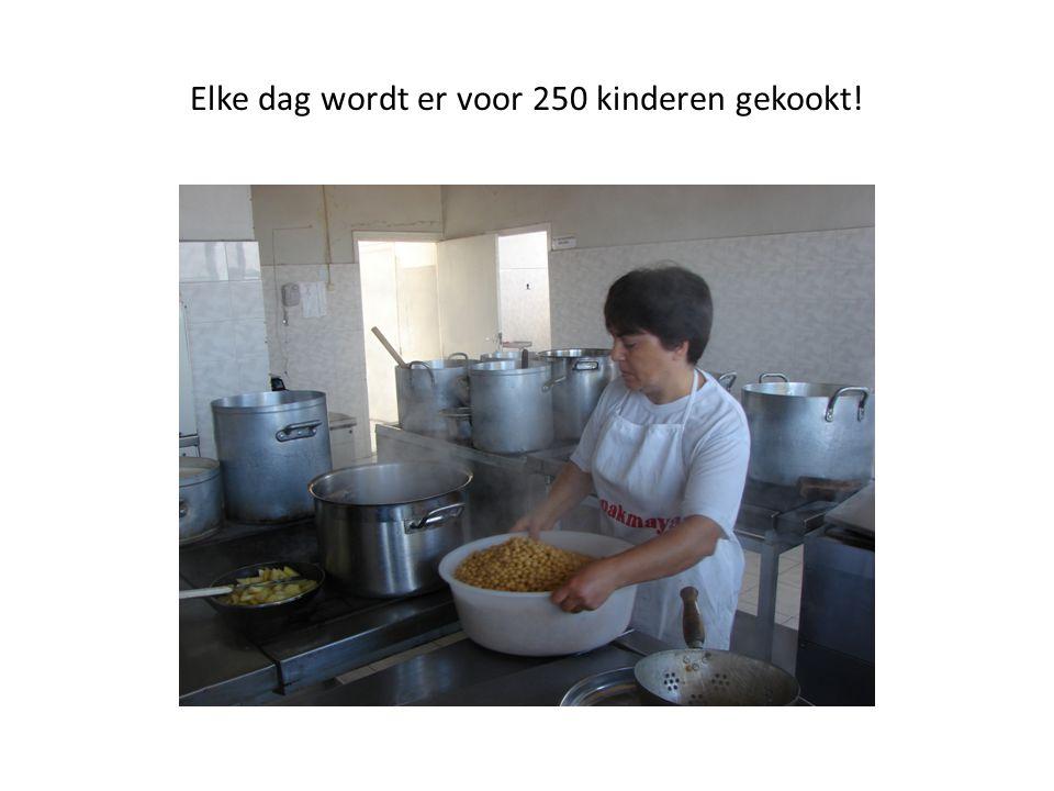 Elke dag wordt er voor 250 kinderen gekookt!