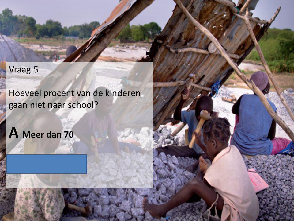 Vraag 5 Hoeveel procent van de kinderen gaan niet naar school? A Meer dan 70 B Minder dan 70