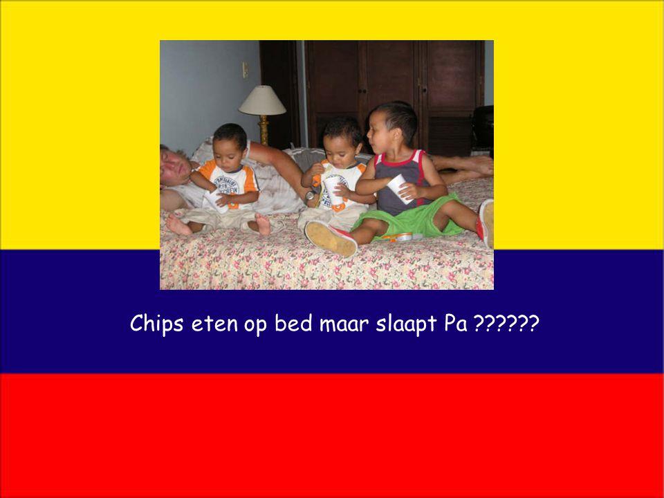Chips eten op bed maar slaapt Pa ??????