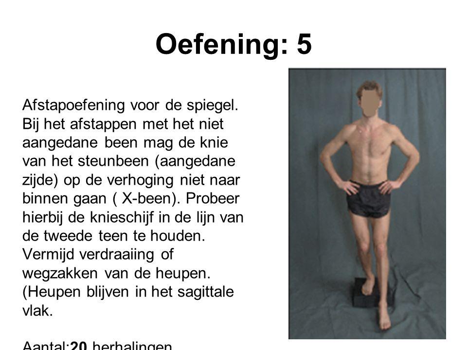 Oefening: 5 Afstapoefening voor de spiegel. Bij het afstappen met het niet aangedane been mag de knie van het steunbeen (aangedane zijde) op de verhog