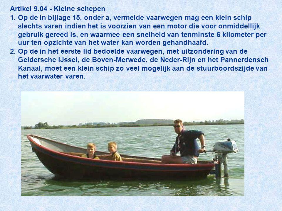 Artikel 9.04 - Kleine schepen 1. Op de in bijlage 15, onder a, vermelde vaarwegen mag een klein schip slechts varen indien het is voorzien van een mot