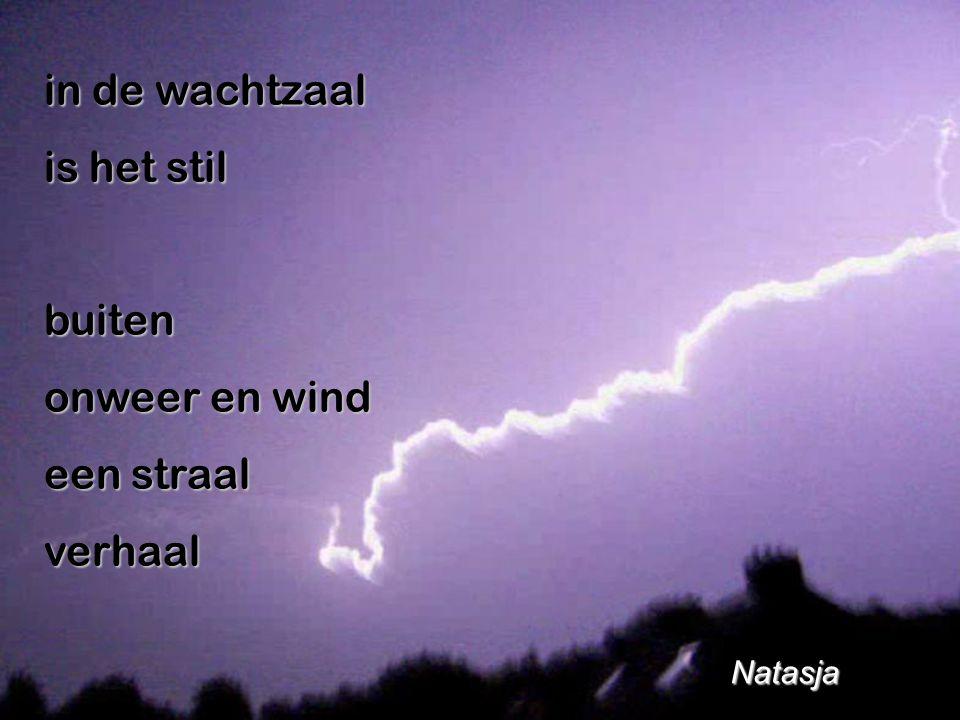 in de wachtzaal is het stil buiten onweer en wind een straal verhaal Natasja Natasja