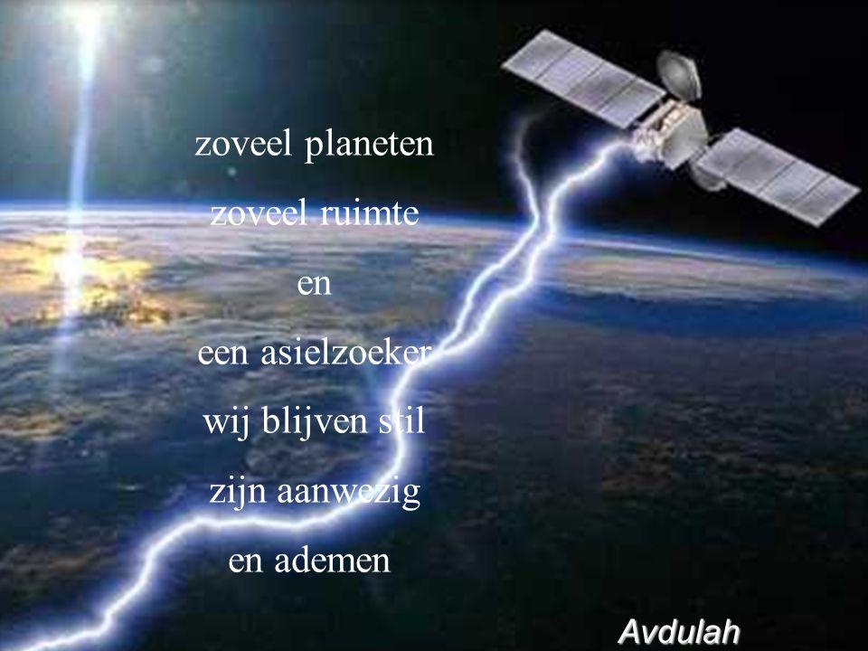 zoveel planeten zoveel ruimte en een asielzoeker wij blijven stil zijn aanwezig en ademen Avdulah Avdulah