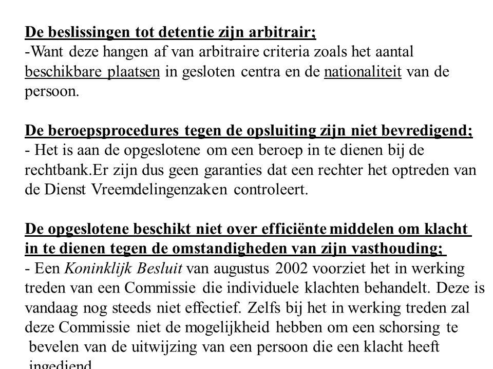 De beslissingen tot detentie zijn arbitrair; -Want deze hangen af van arbitraire criteria zoals het aantal beschikbare plaatsen in gesloten centra en de nationaliteit van de persoon.