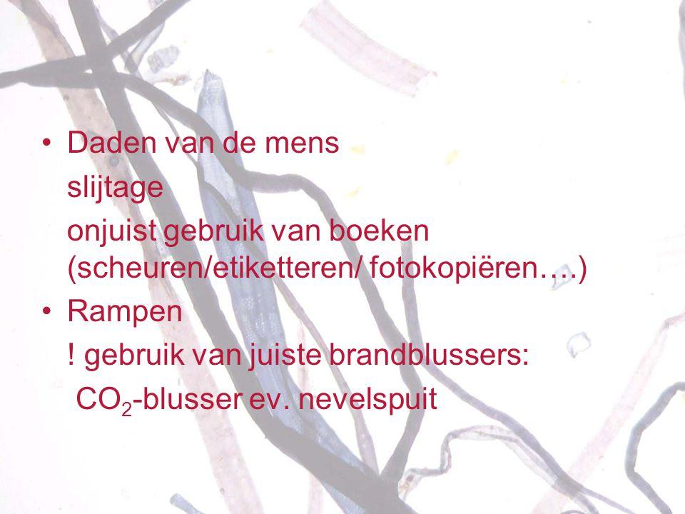 •Daden van de mens slijtage onjuist gebruik van boeken (scheuren/etiketteren/ fotokopiëren….) • Rampen ! gebruik van juiste brandblussers: CO 2 -bluss
