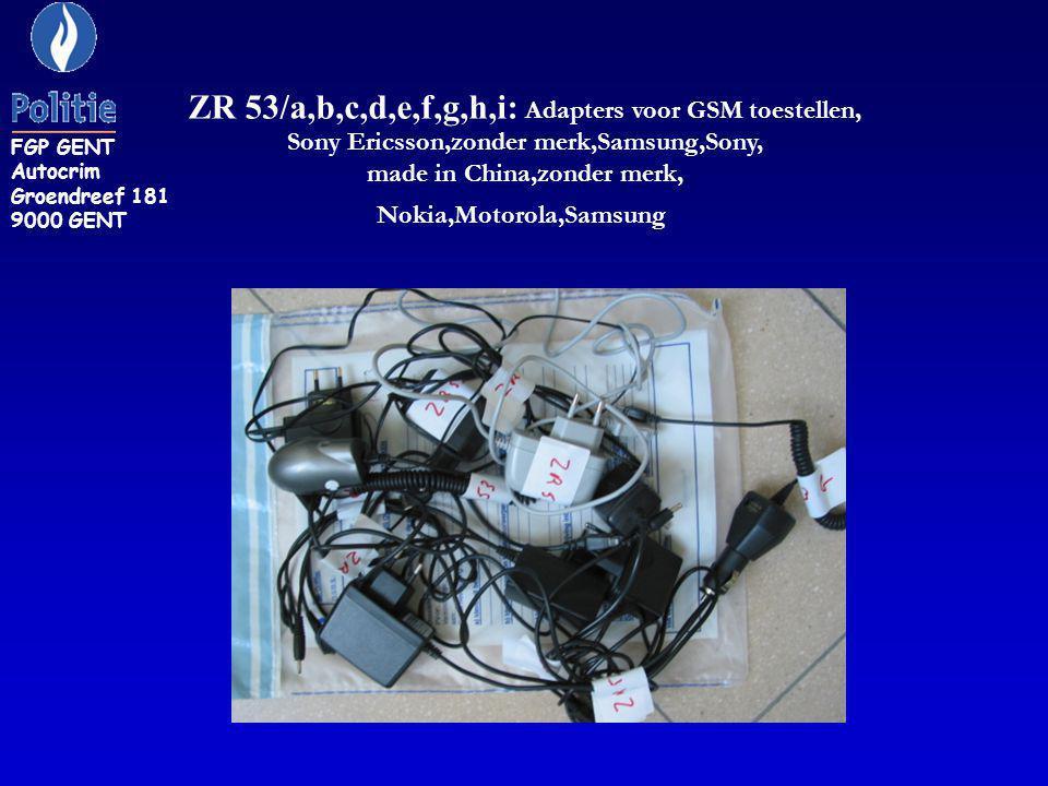 KON 8: Adaptor HP type F1454A met serienr EOD0116058978 voorzien van een Amerikaanse stekker met daarop een Europese verbindingsstekker.
