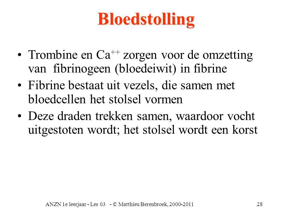ANZN 1e leerjaar - Les 03 - © Matthieu Berenbroek, 2000-201128Bloedstolling •Trombine en Ca ++ zorgen voor de omzetting van fibrinogeen (bloedeiwit) i