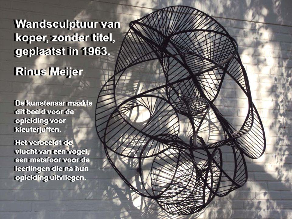 Gedenksteen (geplaatst in 1996) met een fragment uit het gedicht De levenskracht Hendrik de Vries (1896-1989) Het oeuvre van De Vries werd in 1973 bekroond met de P.C.