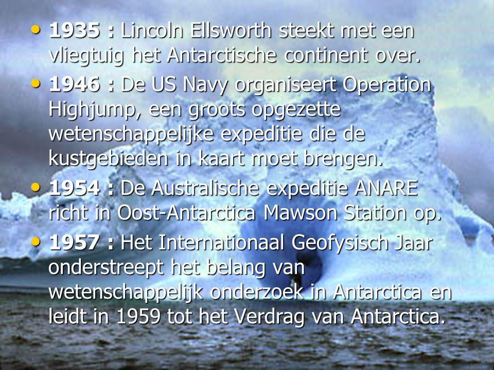 • 1935 : Lincoln Ellsworth steekt met een vliegtuig het Antarctische continent over.