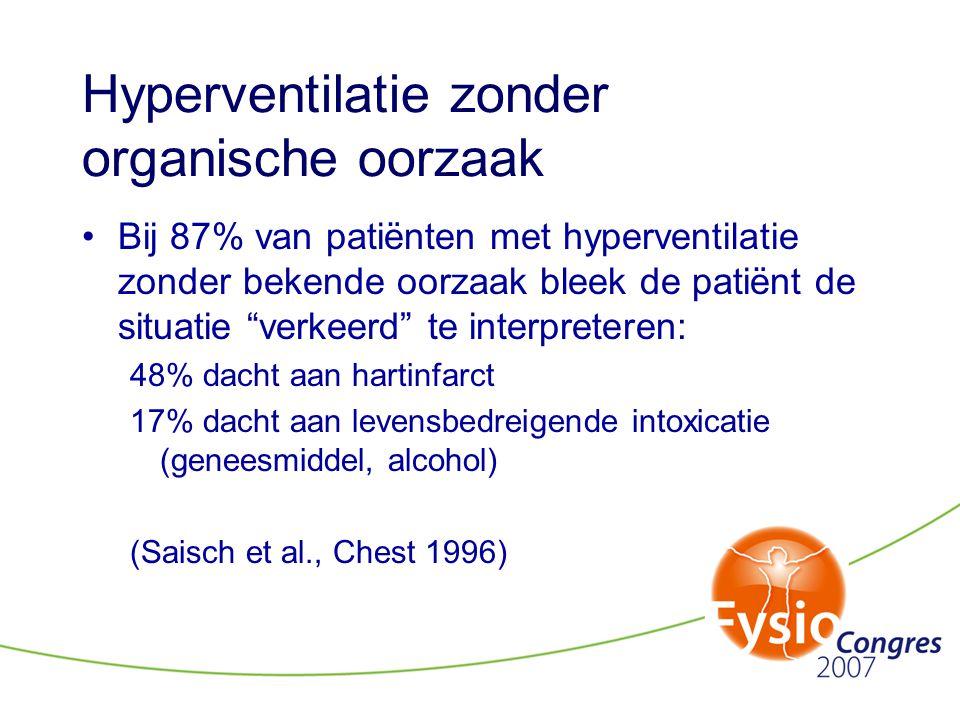 """Hyperventilatie zonder organische oorzaak •Bij 87% van patiënten met hyperventilatie zonder bekende oorzaak bleek de patiënt de situatie """"verkeerd"""" te"""