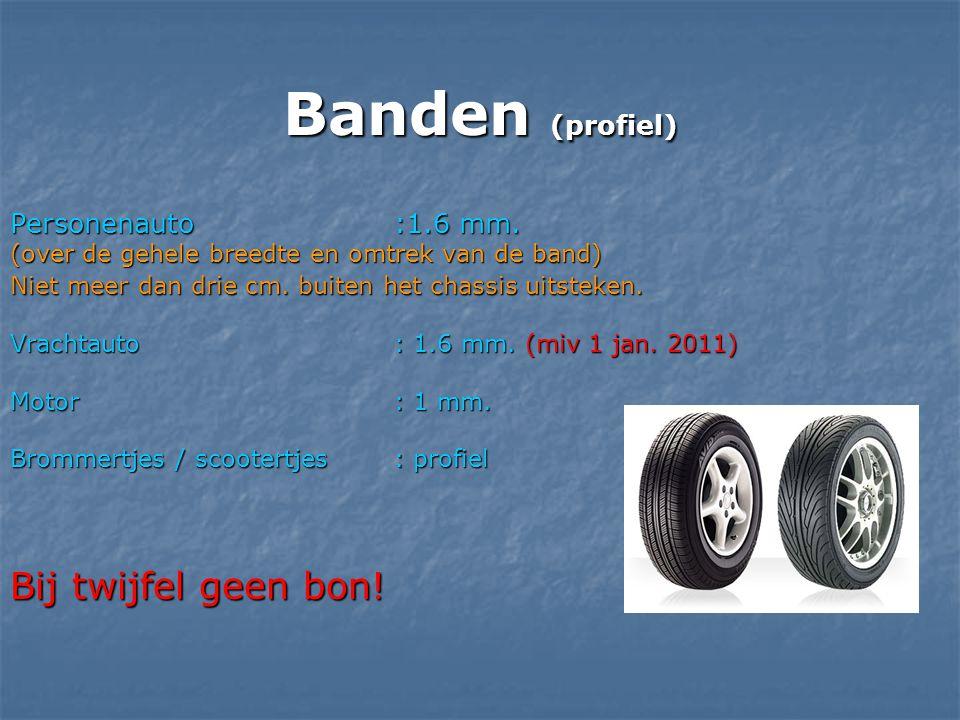 Banden (profiel) Personenauto:1.6 mm. (over de gehele breedte en omtrek van de band) Niet meer dan drie cm. buiten het chassis uitsteken. Vrachtauto: