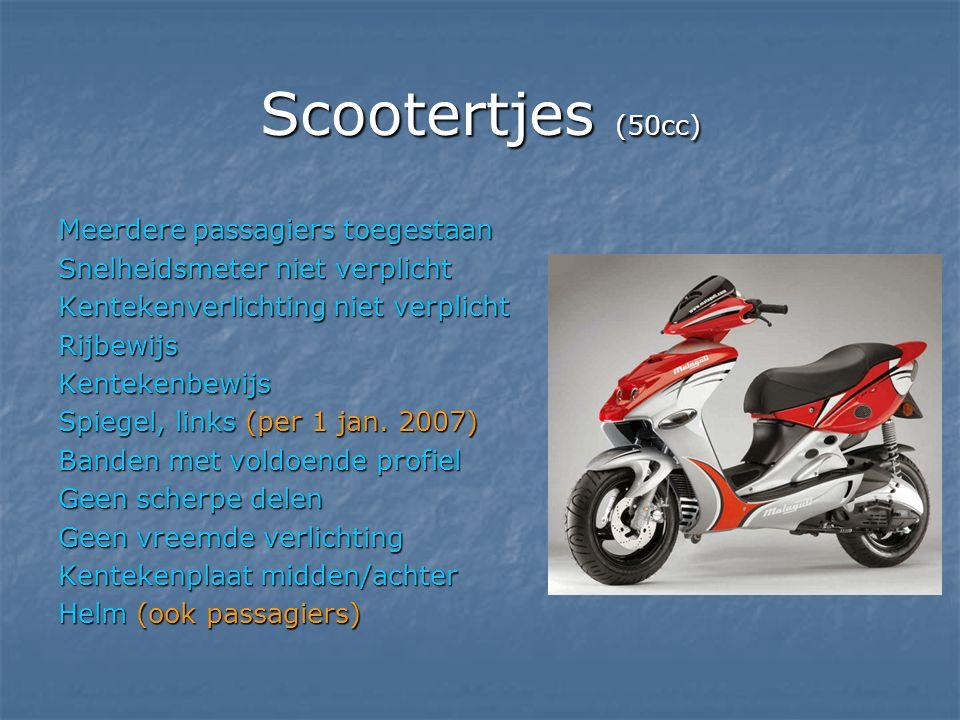 Scootertjes (50cc) Meerdere passagiers toegestaan Snelheidsmeter niet verplicht Kentekenverlichting niet verplicht RijbewijsKentekenbewijs Spiegel, li