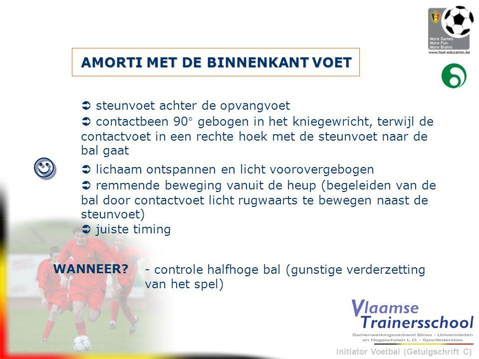 Initiator Voetbal (Getuigschrift C) AMORTI MET DE BINNENKANT VOET - controle halfhoge bal (gunstige verderzetting van het spel) WANNEER?   steunvoe