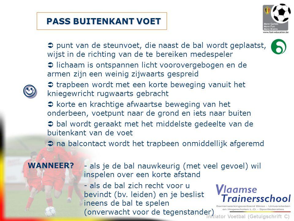 Initiator Voetbal (Getuigschrift C) PASS BUITENKANT VOET - als je de bal nauwkeurig (met veel gevoel) wil inspelen over een korte afstand WANNEER?  p