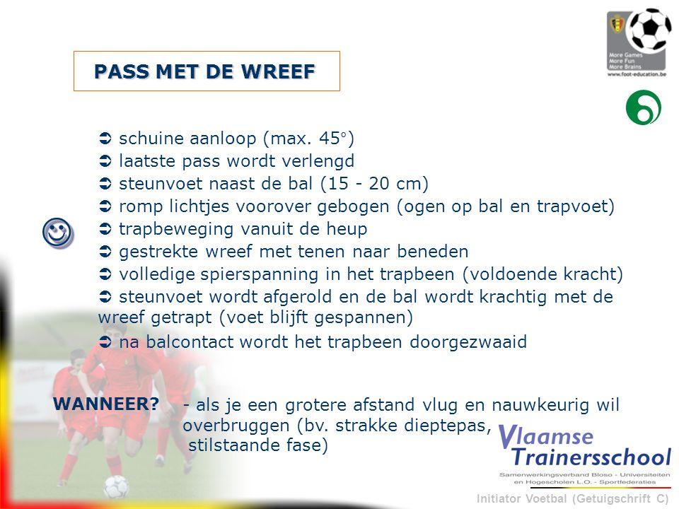 Initiator Voetbal (Getuigschrift C) PASS MET DE WREEF - als je een grotere afstand vlug en nauwkeurig wil overbruggen (bv. strakke dieptepas, stilstaa