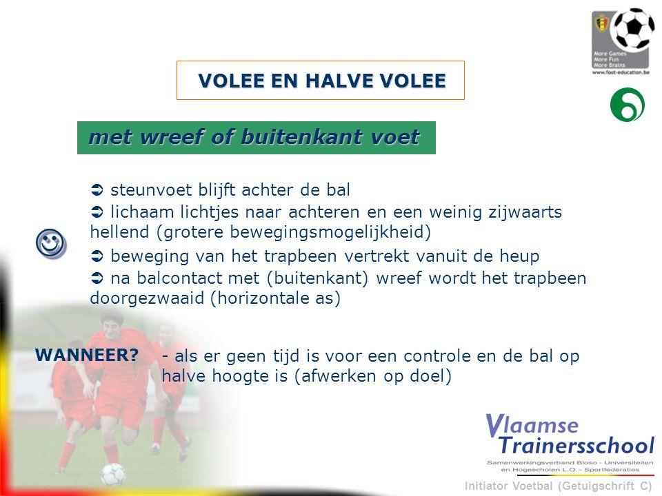 Initiator Voetbal (Getuigschrift C) VOLEE EN HALVE VOLEE - als er geen tijd is voor een controle en de bal op halve hoogte is (afwerken op doel) WANNE